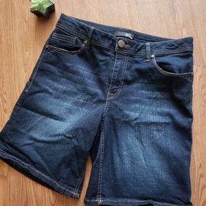 1822 jean Bermuda shorts. Size 12